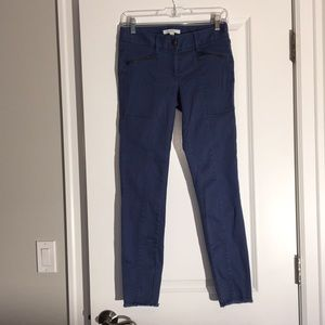 Jeans with zipper accents